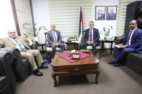 وزير الحكم المحلي يلتقي السفير الاسترالي