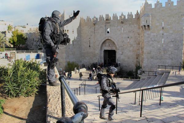 إصابة إسرائيلي في عملية طعن بالقدس وفرار المنفذ