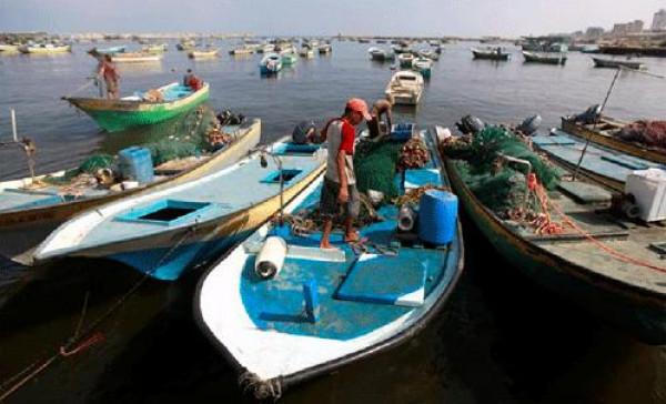 """الاحتلال يسمح لمراكب """"شنشولة"""" بالصيد بمساحة 15 ميلاً.. والنقابة: القرار منقوص"""