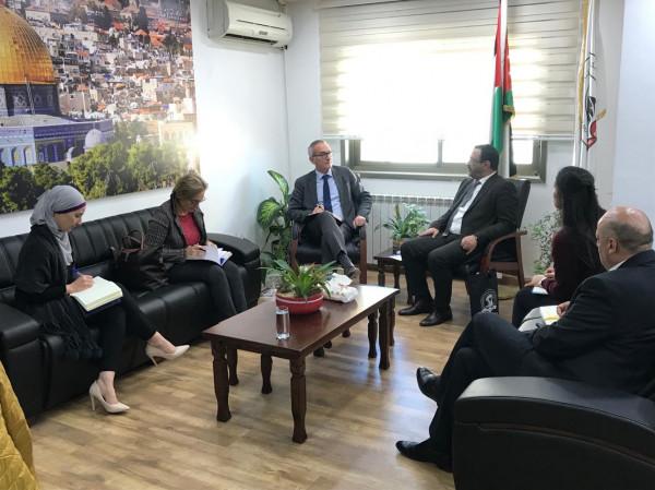 براك يستقبل مسؤولاً أوروبياً ويُطلعه على آلية مكافحة الفساد في فلسطين