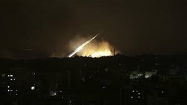 شاهد: الدفاعات الجوية السورية تتصدى للقصف الإسرائيلي على دمشق