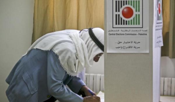 استطلاع للرأي: ثلث الفلسطينيين لن يصوتوا لأي حزب أو فصيل بأي انتخابات