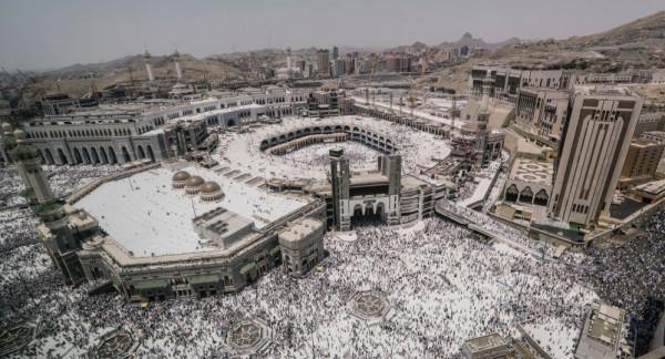 شاهد: السعودية تعرض لقطات نادرة لحادثة بالحرم المكي عمرها 40 عاماً