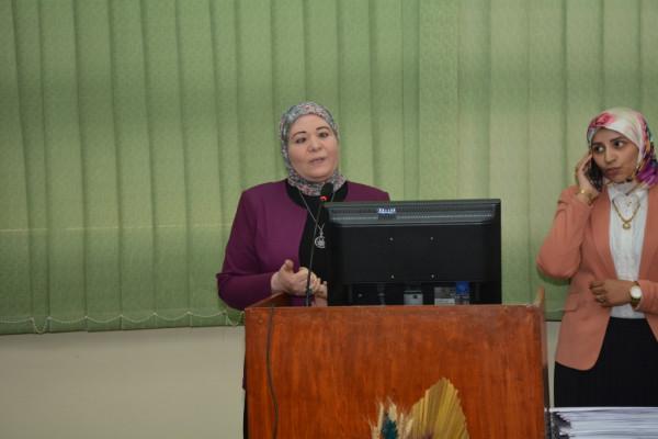 رئيس جامعة أسيوط يكرم أعضاء فريق وحدة الجودة بكلية الطب لأدائهم المتميز