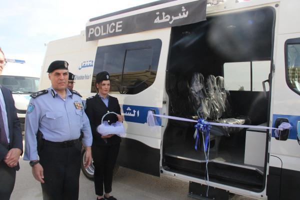 اريحا: الشرطة تتسلم ثلاثة مراكز شرطة متنقلة حديثة بدعم من المانيا