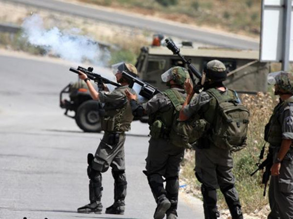 إصابات بالاختناق جراء اطلاق الاحتلال قنابل الغاز على منازل المواطنين شرق خانيونس