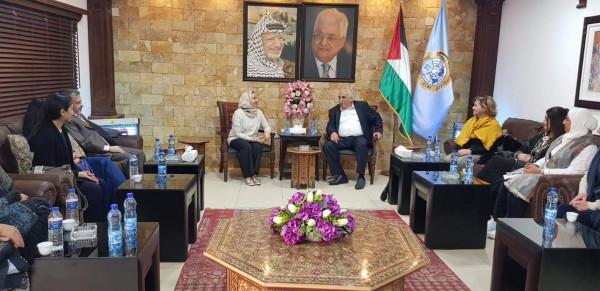 المحافظ ابو العسل يستقبل وفد جمعية دار العطاء الخيرية العمانية