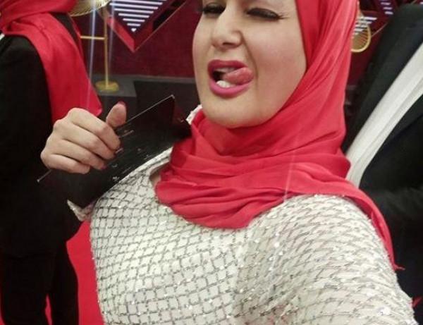 شاهد: لحظة طرد سما المصري من مهرجان القاهرة السينمائي بعد اقتحامه بالحجاب