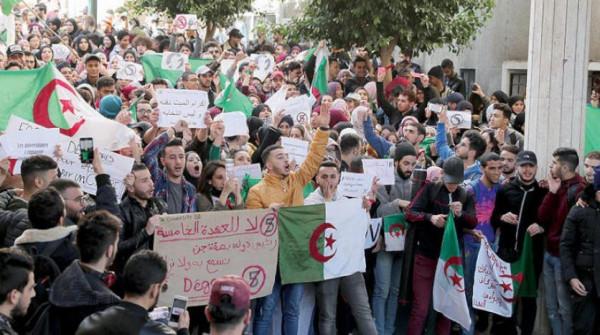 استمرار تنظيم المسيرات في الجزائر مع تصاعد الاحتجاجات قبل الانتخابات