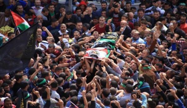 جماهير غفيرة تُشيع جثمان الشهيد التاسع من عائلة السواركة في دير البلح