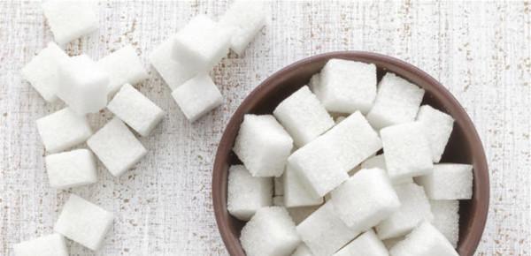 ما الذي يفعله الإفراط في تناول السكر بأدمغتنا؟