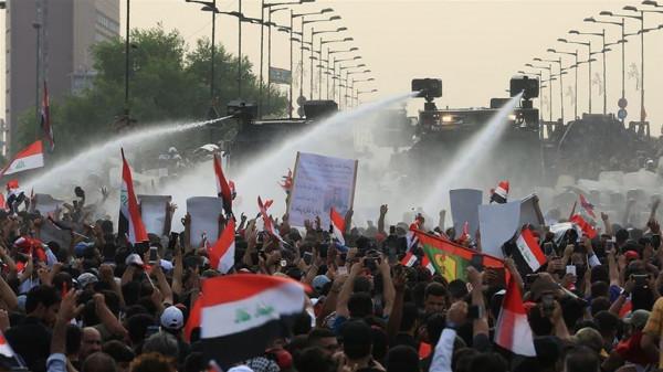 محتجون يغلقون طريقاً مؤدياً إلى حقل نفطي جنوبي العراق