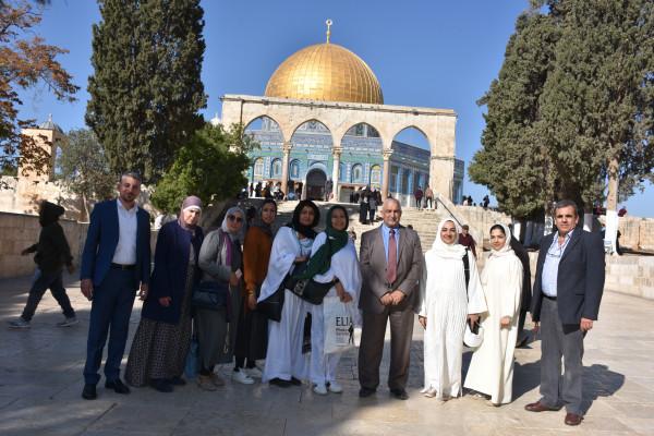 نائب محافظ القدس يطلع وفدا نسويا من سلطنة عمان على الوضع بالقدس
