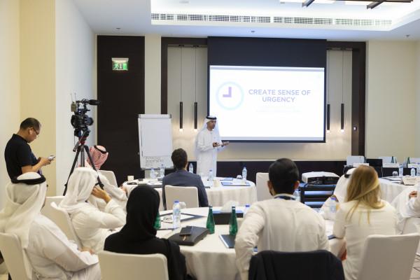 قياديون ورجال الأعمال يشاركون بفعالية تنظيم الأداء الفعال