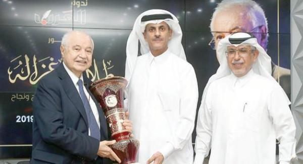 """الشيخ خالد بن ثاني يستضيف أبوغزاله في ندوة حوارية في """"دار العرب"""" القطرية"""