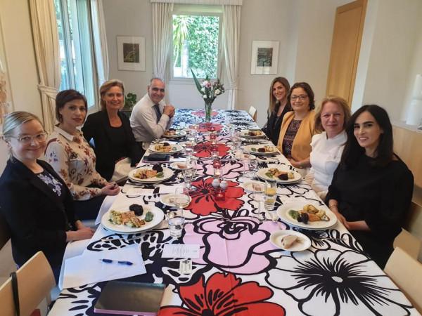 سفيرة فنلندا تقيم مأدبة غذاء على شرف نساء رياديات من الوسط العربي