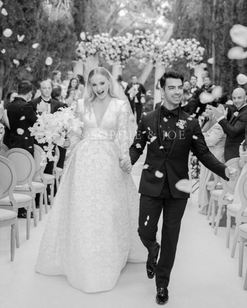 عرائس تألقن بفساتين زفاف استثنائية فى 2019