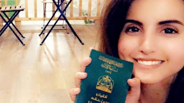 الناشطة السعودية فوز العتيبي تتعرض للاعتداء مجددًا.. ما علاقة العباءة؟