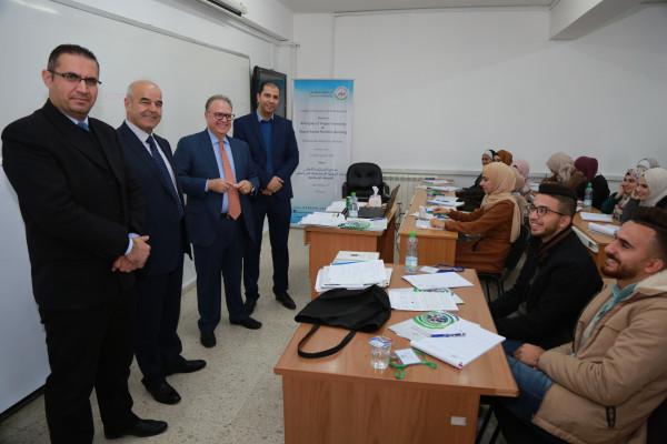 جامعة الخليل تستقطب خبرات فلسطينية أمريكية لتطوير قدرات طلابها في مجال  الاستثمار