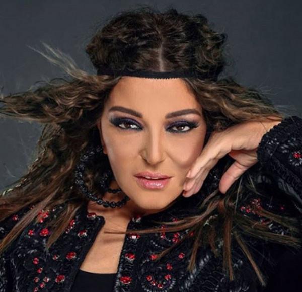 سميرة سعيد تتألق بإطلالة غجرية