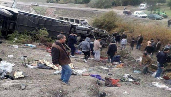 بعد يومٍ من فاجعة تونس.. مصرع 17 شخصاً في انقلاب حافلة بالمغرب