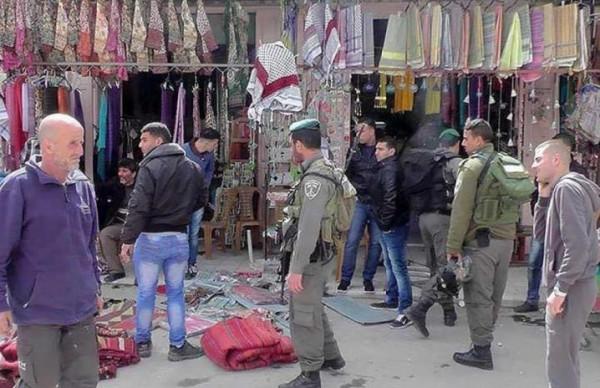 شاهد: سلطات الاحتلال تنوي الاستيلاء على مبانٍ وسط الخليل