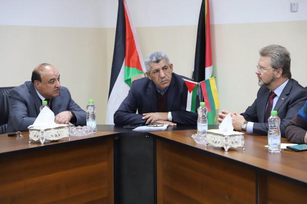 سفير دولة ليتوانيا في فلسطين يزور بلدية دورا