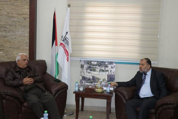 مؤسسات وفعاليات الخليل تتداعى لإعداد خطة لمواجهة قرار الاحتلال