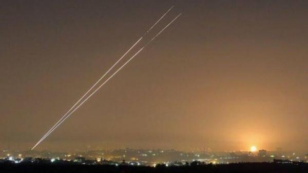 شاهد: إطلاق صواريخ تجريبية من قطاع غزة نحو البحر