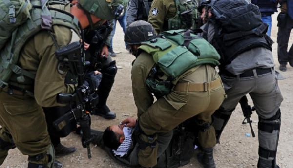 قوات الاحتلال تعتقل 15 فلسطينياً بالضفة الغربية