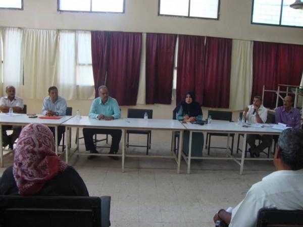 مكتب تربية عدن يلتقي مديري المدارس والثانويات بشأن الاختبارات