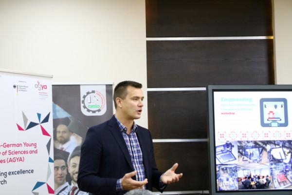 افتتاح ورشة تدريبية بالمختبرات المفتوحة لتصميم وتصنيع النماذج في فلسطين