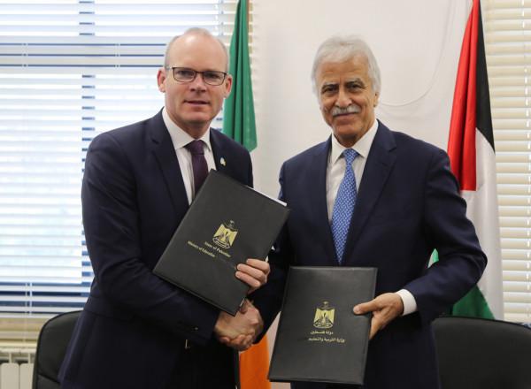 عورتاني ووزير خارجية إيرلندا يوقعان اتفاقية لدعم خطة التعليم الاستراتيجية