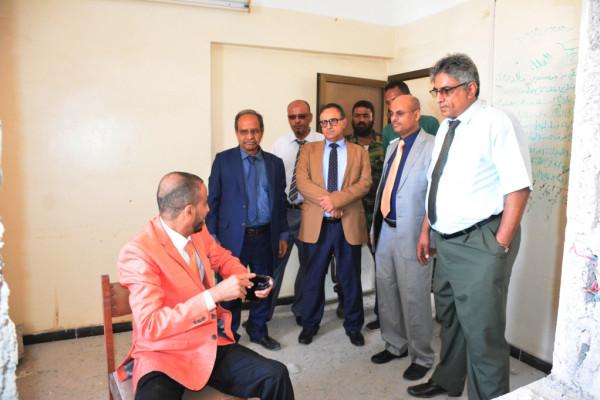 وزير التعليم العالي ورئيس جامعة عدن يزوران كلية الآداب