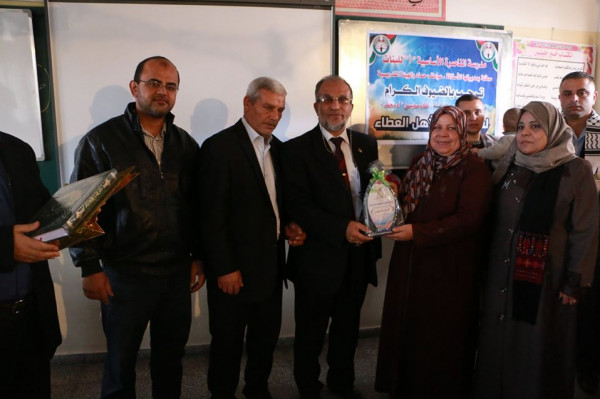 مدرسة الناصرة الأساسية للبنات تكرم معلمتها المتقاعدة ختام محيسن