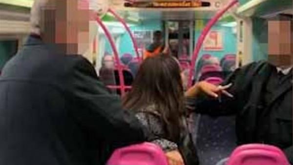 شابة تتحرش بركاب قطار لندن.. وتواجه 6 اتهامات