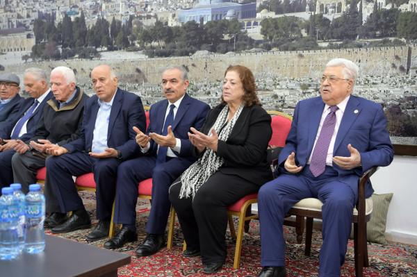 الرئيس ببيت عزاء عبد الرحمن: فلسطين خسرت رجلاً شجاعاً