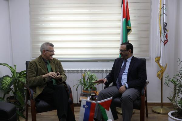 براك يستقبل ممثل سلوفينيا ويطلعه على آلية مكافحة الفساد بفلسطين