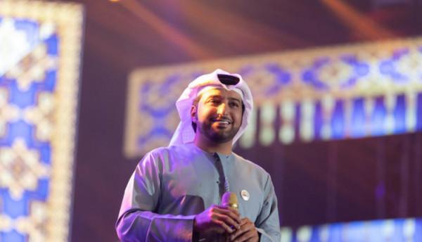 حذاء الفنان الإماراتي عيضة المنهالي يثير استغراب وسخرية نشطاء مواقع التواصل