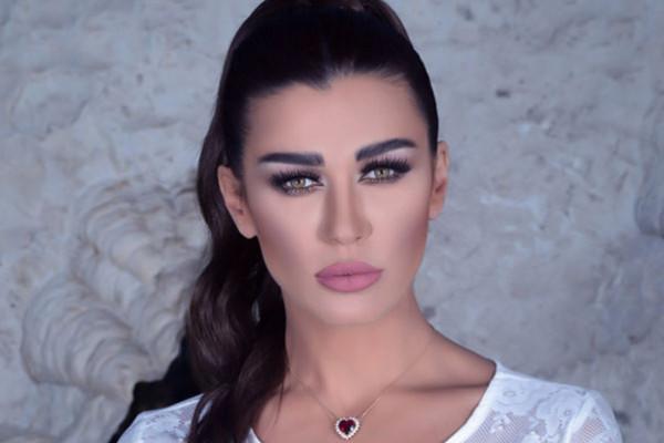 أجواء رومانسية حارة تجمع نادين الراسي بخطيبها الجديد في أول ظهور