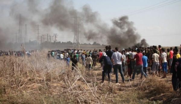 """بينهم مسعف.. إصابة 37 مواطناً في جمعة """"المسيرة مستمرة"""" شرق قطاع غزة"""