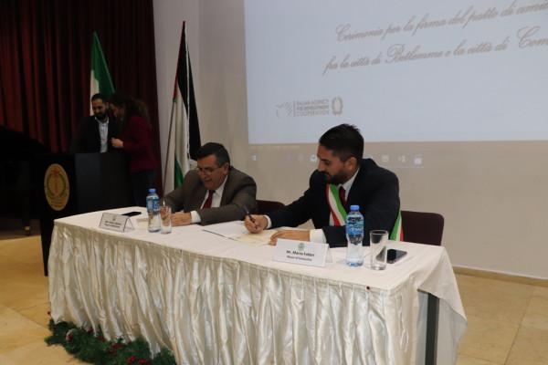 اتفاقية صداقة جديدة بين بلديتي بيت لحم وكوماكيو الإيطالية