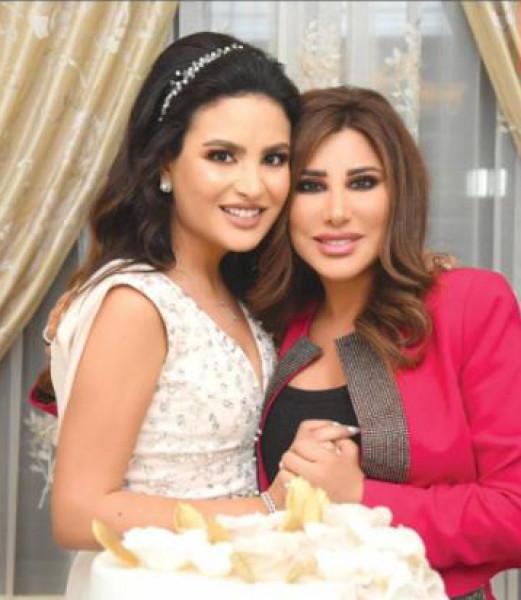 نجوى كرم تحتفل بخطوبة إبنة أخيها بهذه الاطلالة