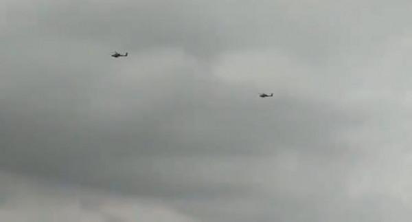 شاهد: تحليق مُكثف لمروحيات إسرائيلية على حدود غزة