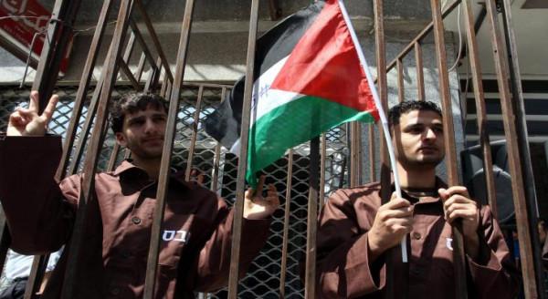 33 أسيراً بسجن (عسقلان) يُعلقون إضرابهم عن الطعام