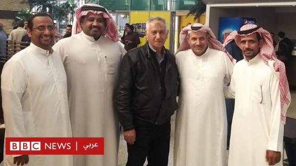 شاهد مؤثر: سعوديون يعربون عن وفائهم ومحبتهم لمعلمهم المصري بهذه الطريقة