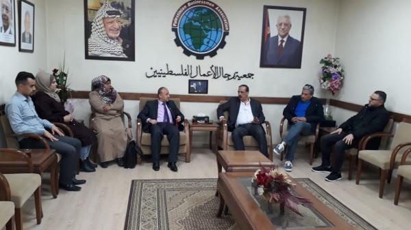 وفد من هيئة فلسطين العربية يزور جمعية رجال الأعمال