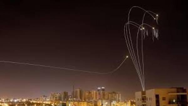 شاهد: لحظة تصدي القبة الحديدية لصواريخ من غزة