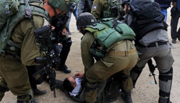 قوات الاحتلال تعتقل خمسة مواطنين بالضفة الغربية