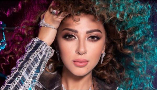 شاهد: سعودية تتحدى ميريام فارس بالرقص في حفل الرياض.. والفنانة ترد